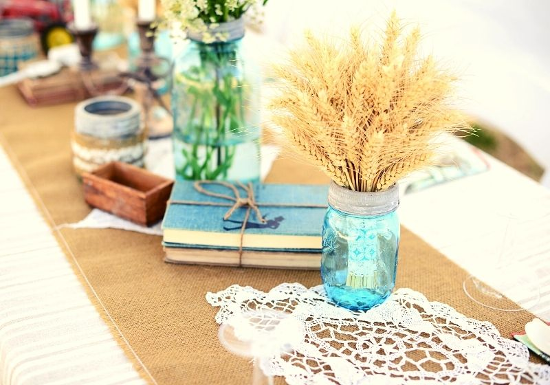 Rustic decor on table | thanksgiving table decor