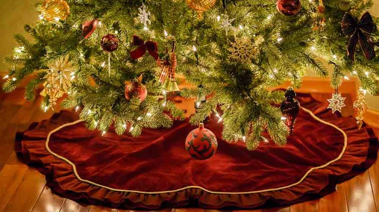christmas tree ornaments skirt | Christmas Tree Skirt Ideas You'd Love To Sew | Featured