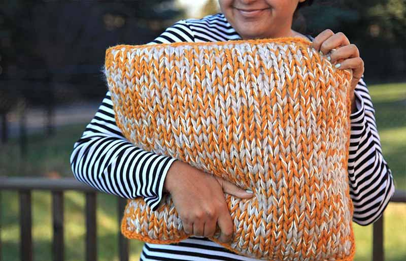 chunky knit pillow pattern | creative knitting projects