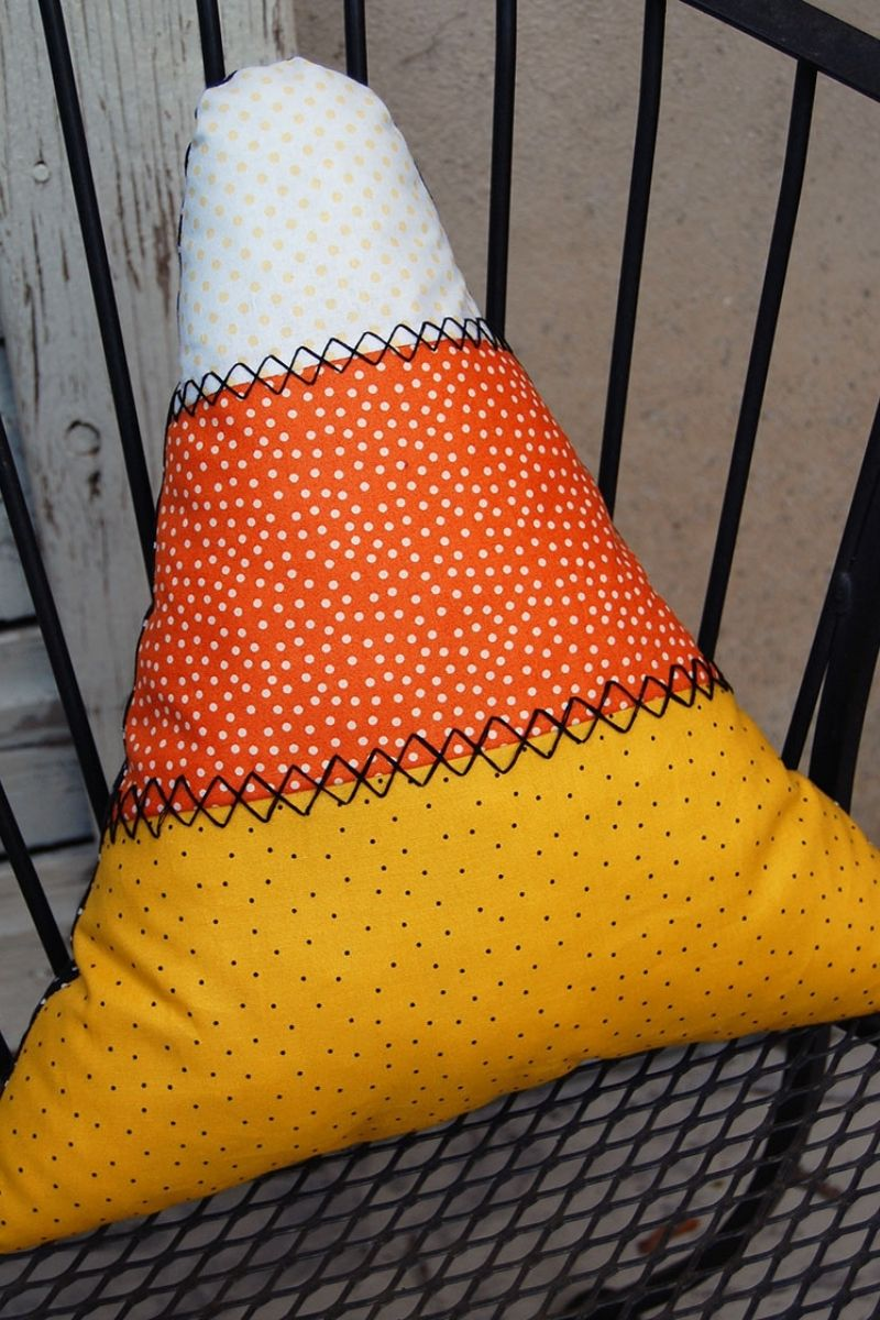 Candy Corn Pillows | easy sewing projects for beginners