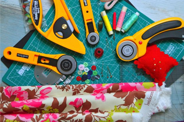 Sew Your Own DIY Cosmetics Bag This Christmas | Holiday Sewing Projects
