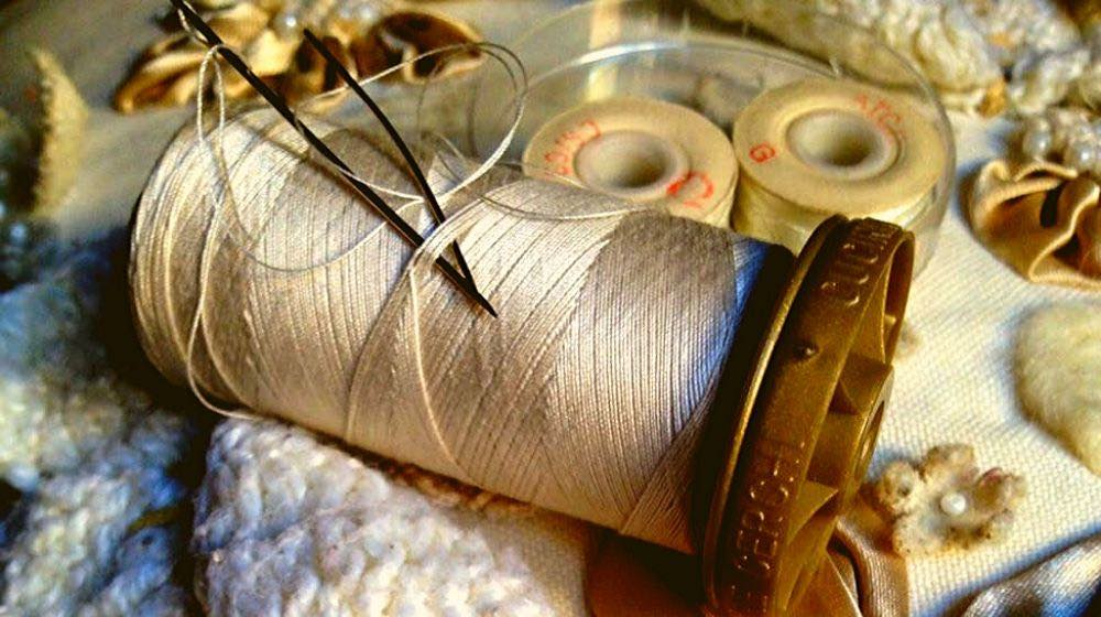 closeup shot of thread and needles | How to Sew By Hand In 6 Easy Steps