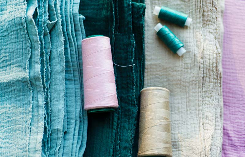 four pieces muslin thread same color | sewing hacks