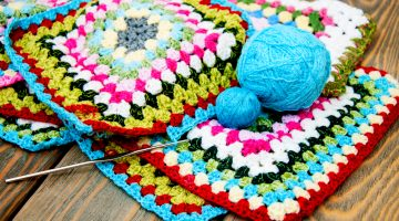 multicolored crochet washcloth   Crochet Washcloth Projects To Make Over The Weekend   Featured